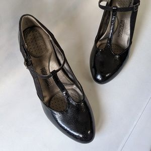 Reaction Kenneth Cole T-Strap Heels Size 8.5